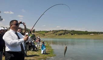 başkan can öğrencilerle balık tuttu