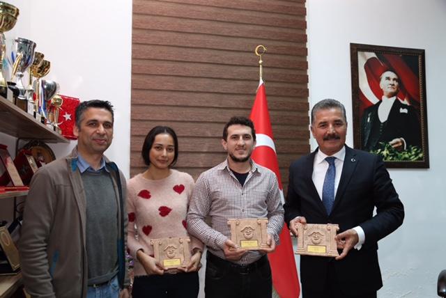 Başkan Tuna tiyatro ekibini ağırladı (1)
