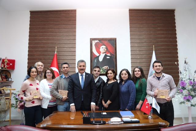 Başkan Tuna tiyatro ekibini ağırladı (2)